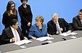 Unterzeichnung des Koalitionsvertrages der 18. Wahlperiode des Bundestages (Martin Rulsch) 089.jpg