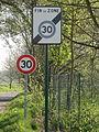 Vémars (95), route de Plailly, excès de signalisation routière.JPG