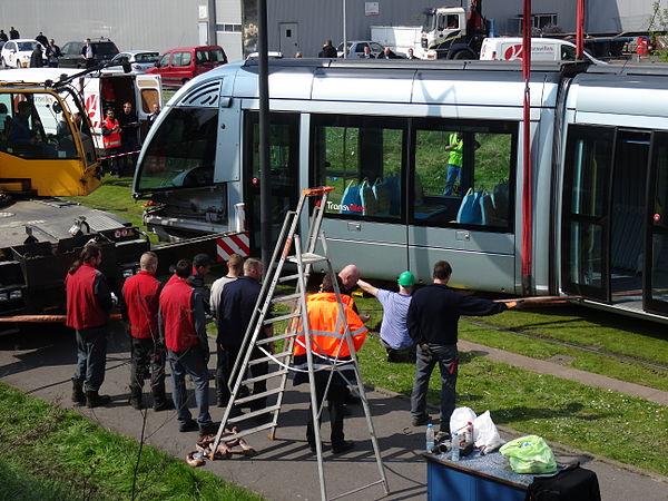 Valenciennes & Anzin - Déraillement de la rame de tramway n° 17 à la sortie du dépôt de Saint-Waast le 11 avril 2014 (052).JPG