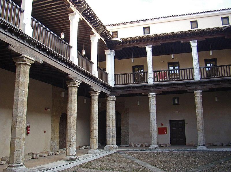 Archivo: Valladolid Palacio Vivero esquina patio NI.jpg