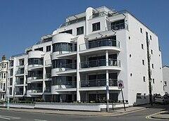 Van Alen Building, marsoldata Parado, Brighton.jpg