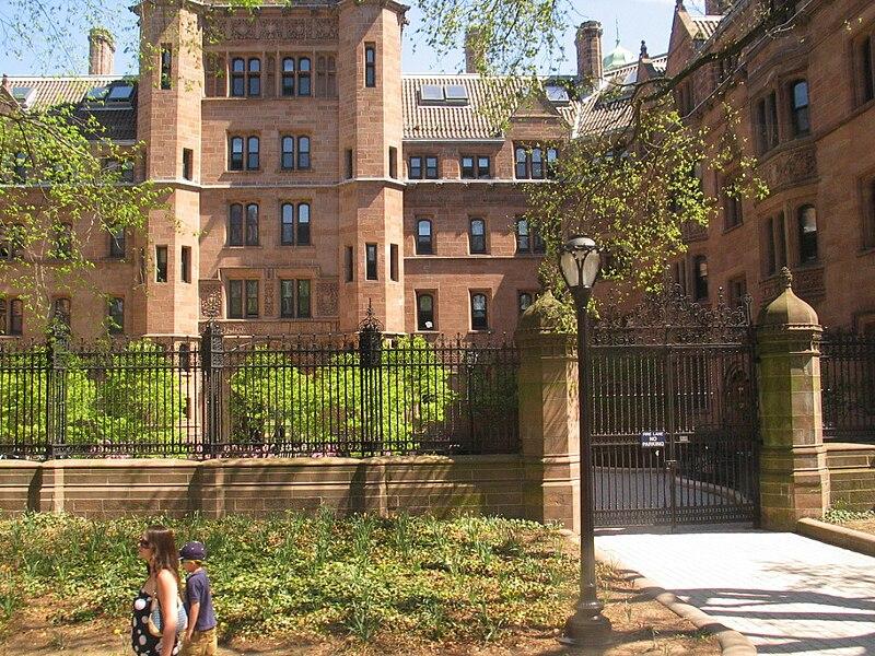 Vanderbilt Hall at Yale university.jpg