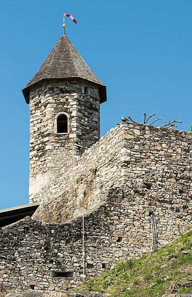 File:Villach Burgruine Landskron Turm 20042016 3109.jpg