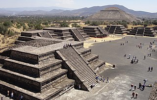 Step pyramid Architectural structure that uses flat platforms or steps to form geometric pyramid