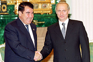 Saparmurat Niyazov - Niyazov with Russian President Vladimir Putin in the Moscow Kremlin, June 2000