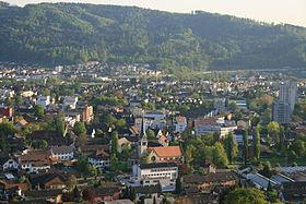 Blick auf das alte Dorf und die Gemeinde
