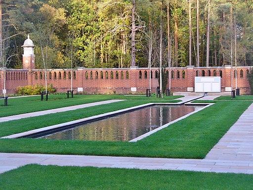 Woking - Peace Memorial Garden (geograph 5263365)