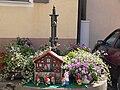Wolframs-Eschenbach Brunnen mit Gartenzwergen.jpg