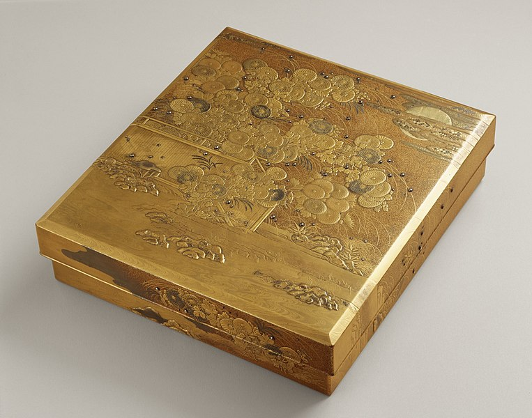 File:Writing Box with Design of Autumn Flowers and Grasses under the Sun and the Moon LACMA M.2004.196a-d.jpg