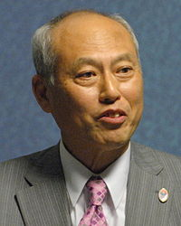 https://upload.wikimedia.org/wikipedia/commons/thumb/b/bd/Y%C5%8Dichi_Masuzoe%2C_Governor_of_Tokyo_%28cropped%29.jpg/200px-Y%C5%8Dichi_Masuzoe%2C_Governor_of_Tokyo_%28cropped%29.jpg