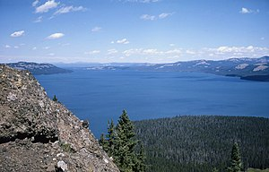 English: Yellowstone Lake from Two Ocean Plate...
