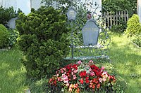 Zell (Schäftlarn) Friedhof Grab Käthe Kruse 293.jpg