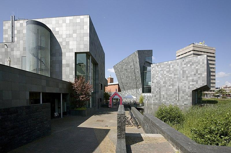 File:Zicht op de rechter zijgevel van de nieuwbouw, restaurant op de voorgrond links - Eindhoven - 20536864 - RCE.jpg