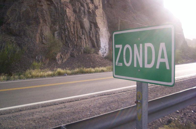 Archivo:Zonda San Juan Argentina.jpg
