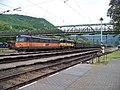 Ústí nad Labem-Střekov, vlak AWT a lávka.jpg