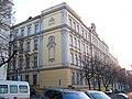 Žerotínova, škola na náměstí Barikád.jpg