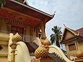 Буддийский храм в Лаосе.jpg
