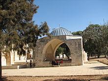 قباب المسجد الأقصى 220px-%D9%82%D8%A8%D8%A9_%D8%B9%D8%B4%D8%A7%D9%82_%D8%A7%D9%84%D9%86%D8%A8%D9%8A
