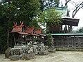 長柄神社境内社と本殿 御所市名柄 Nagara-jinja 2012.4.07 - panoramio.jpg