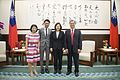 01.05 總統與陳彥博一家人合影 (32113520025).jpg