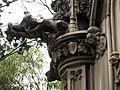 041 Panteó De la Riva, gàrgola i escultures.jpg