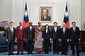 09.19 總統與布吉納法索新任駐華特命全權大使尚娜合影 (37147056532).jpg