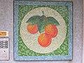 1210 Langfeldgasse 8 - Stg 44 - Großfeldsiedlung - Hauszeichen-Mosaik Marillen von Gerhard Wind IMG 3407.jpg