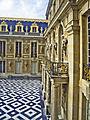 78-Versailles-château-cour-de-marbre.jpg