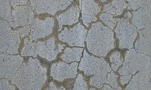 Alkali–silica reaction - Typical crack pattern of the alkali-silica reaction (ASR). The gel exudations through the concrete cracks have a characteristic yellow color and a high pH.