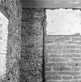 Aansluiting westmuur van het schip met de toren, pleisterwerk van een voorgaand schip - Appeltern - 20023852 - RCE.jpg