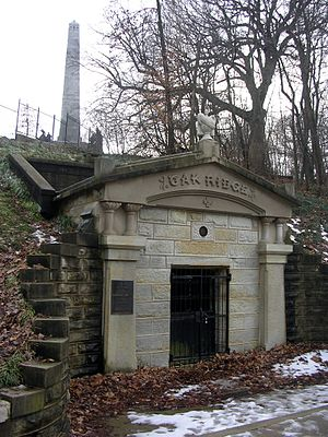 Lincoln Tomb - The receiving vault (foreground) and the tomb (background)