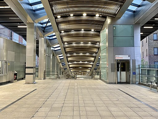 After the ticket gates, Whitechapel station, August 2021