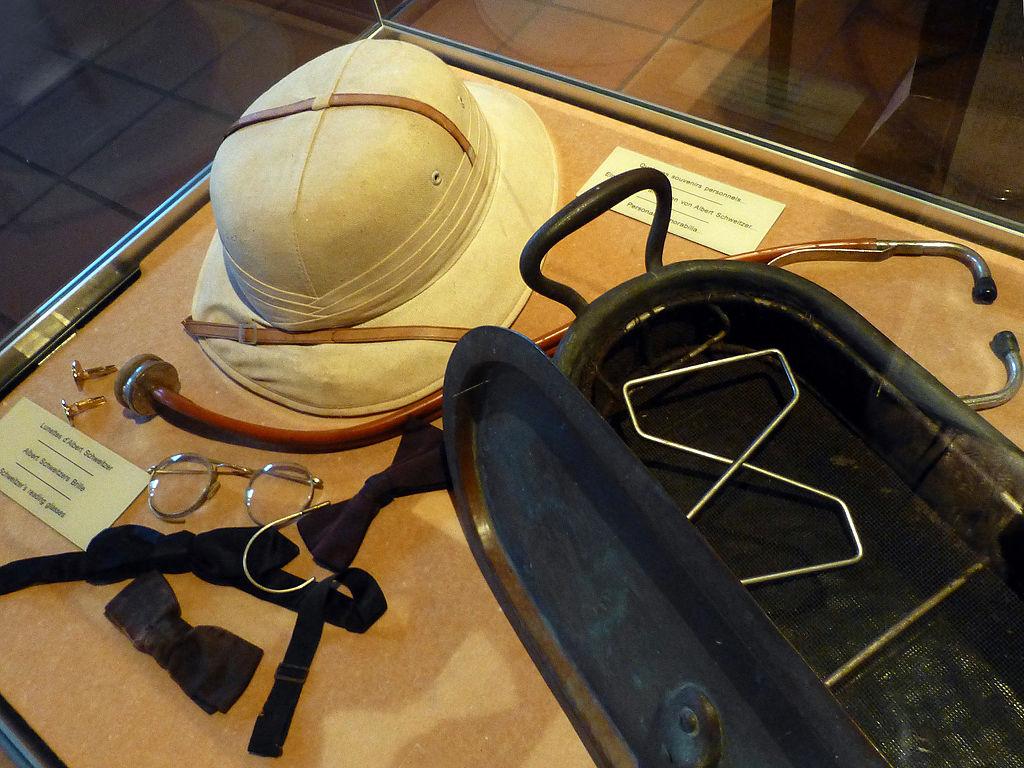La panoplie du médecin de brousse, CC, wikipédia.org, coll. Musée Albert Schweitzer à Kaysesberg