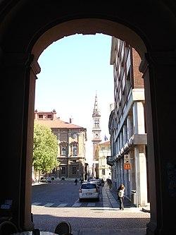 Alessandria - Piazza della Libertà e il campanile del Duomo.jpg
