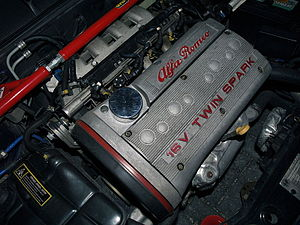 Alfa Romeo Twin Spark engine - 16-valve Twin Spark with older cover.