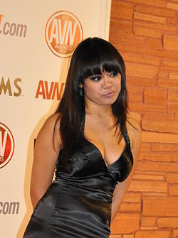 Annie Cruz at AVN Awards 2011 1 (crop).jpg