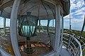 Aparat optyczny w latarni morskiej Krynica Morska widziany z tarasu.jpg