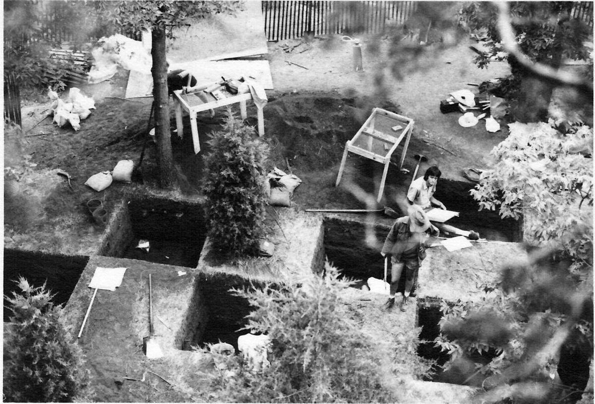 Archeological dig, Starved Rock, Illinois 1974.jpg