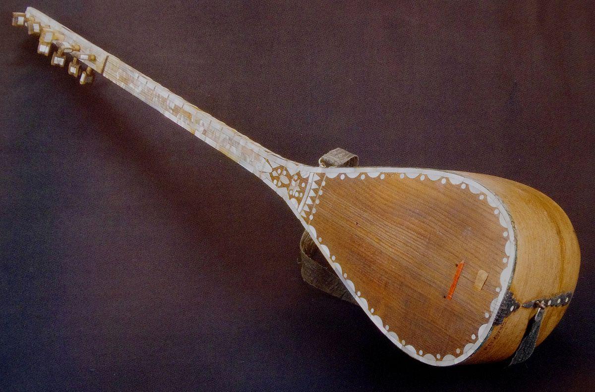 Aserbaidschanische Volksinstrument Saz.JPG