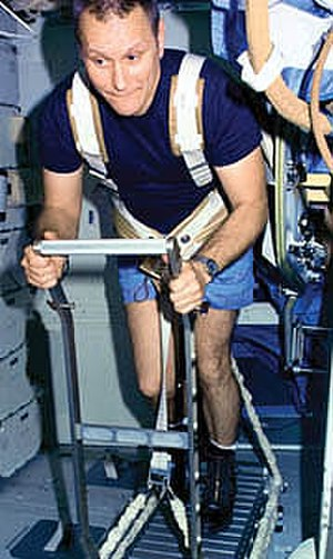 STS-51-B - Overmyer using a treadmill on Challenger's middeck.