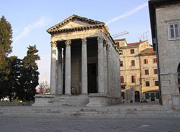 Templo de Augusto en Pula, Croacia.