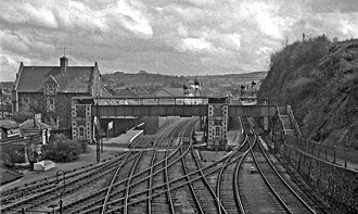 Barnstaple railway station - The station in 1964. In the foreground, the Ilfracombe branch line tracks diverge to the left; the tracks to the right lead to Bideford.