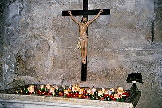 Crucifix - Image: Baux de provence eglise st vincent crucifix