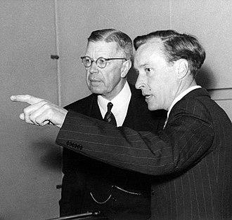 Bengt Edlén - Bengt Edlén (right) with king Gustaf VI Adolf.