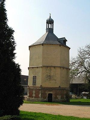 Bertangles - Image: Bertangles colombier (ferme du château) 1