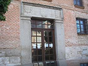 https://upload.wikimedia.org/wikipedia/commons/thumb/b/be/Biblioteca_Municipal_%22Fray_Bartolom%C3%A9_de_Olmedo%22.JPG/280px-Biblioteca_Municipal_%22Fray_Bartolom%C3%A9_de_Olmedo%22.JPG