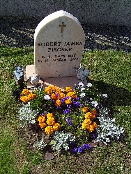 File:Bobby Fischer grave.JPG