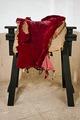 Bomsadel av läder klädd med röd sammet med rektangulära kappor fodrade med svartmålat linne - Livrustkammaren - 25619.tif