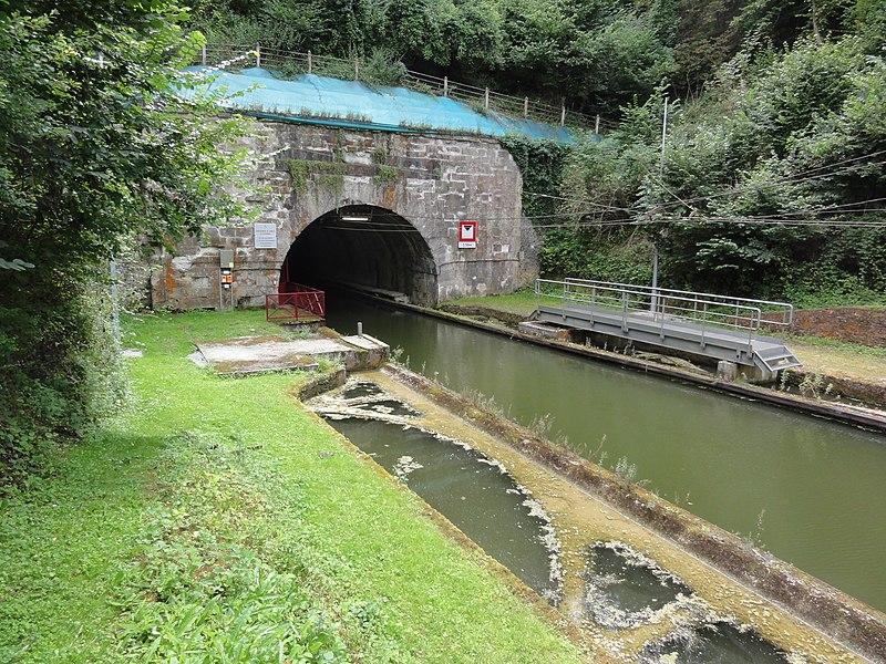 Bony (Aisne), hameau de Macquincourt, Canal de Saint-Quentin, sortie du tunnel de Riqueval, coté Le Catelet