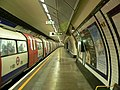 Borough tube station - Northbound platform 2005-11-27.jpg
